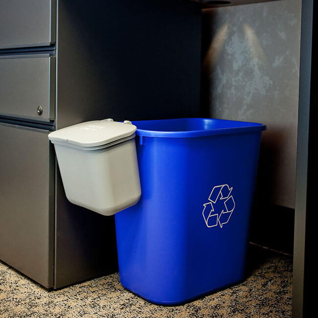 28 Quart Recycling Basket With Hanging Waste